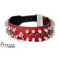 Avalon - Collar med nagler og røde stener  - Rødt